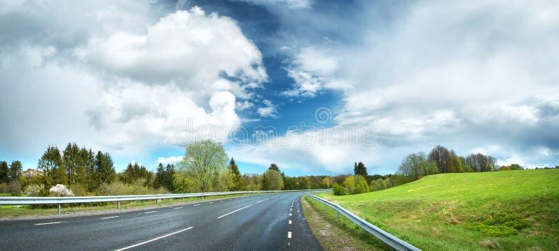Panorama da estrada no dia chuvoso imagem de stock royalty free