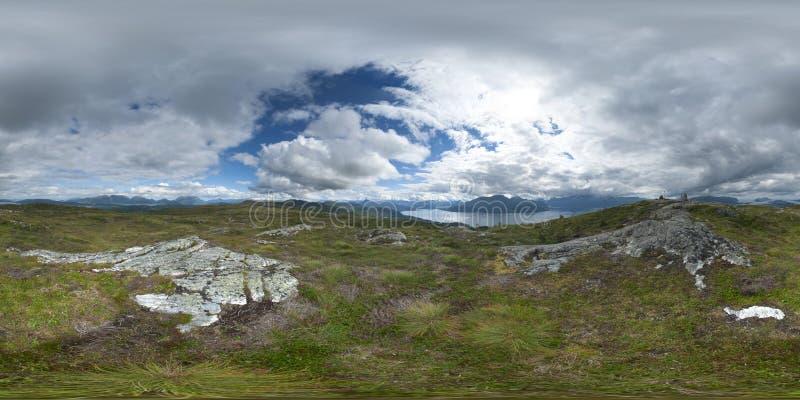 Panorama 360 da fuga de caminhada em Hoykubben, Noruega 2013 fotografia de stock royalty free
