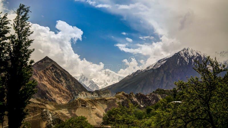 Panorama da geleira de Bualtar e do vale de Hunza, Gilgit-Baltistan Paquistão fotos de stock