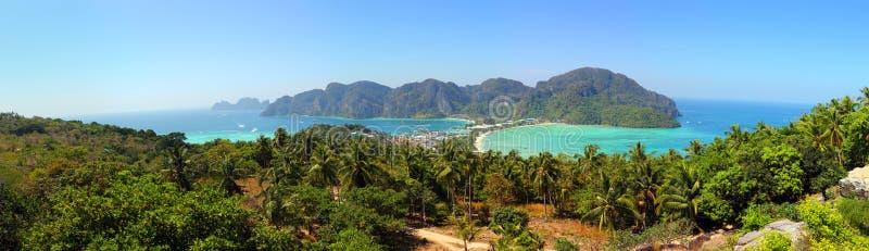 Panorama da ilha da Phi-phi em Tailândia foto de stock