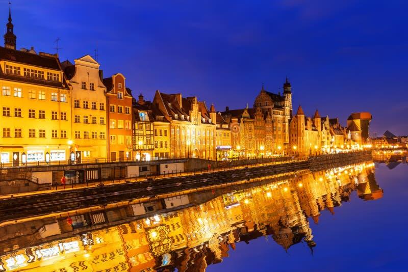 Panorama da noite de Gdansk, beira-rio de Moltawa, Polônia fotos de stock royalty free