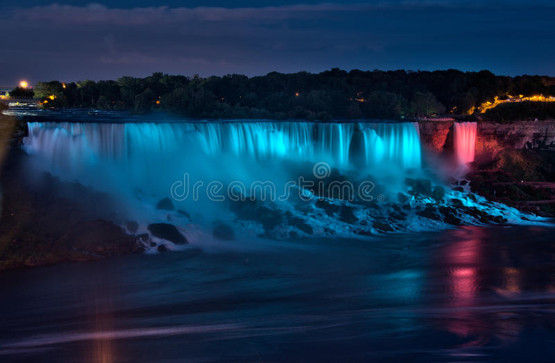 Panorama da noite de Niagara Falls fotografia de stock royalty free