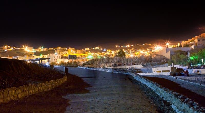 Panorama da noite do barranco Musa da cidade, Jordão fotos de stock