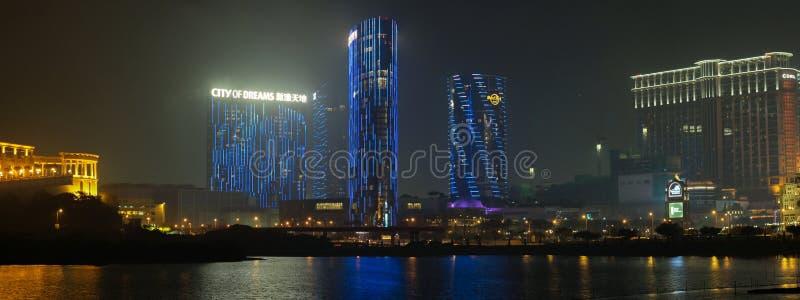 Panorama da noite Macau com a cidade do casino dos sonhos fotografia de stock royalty free