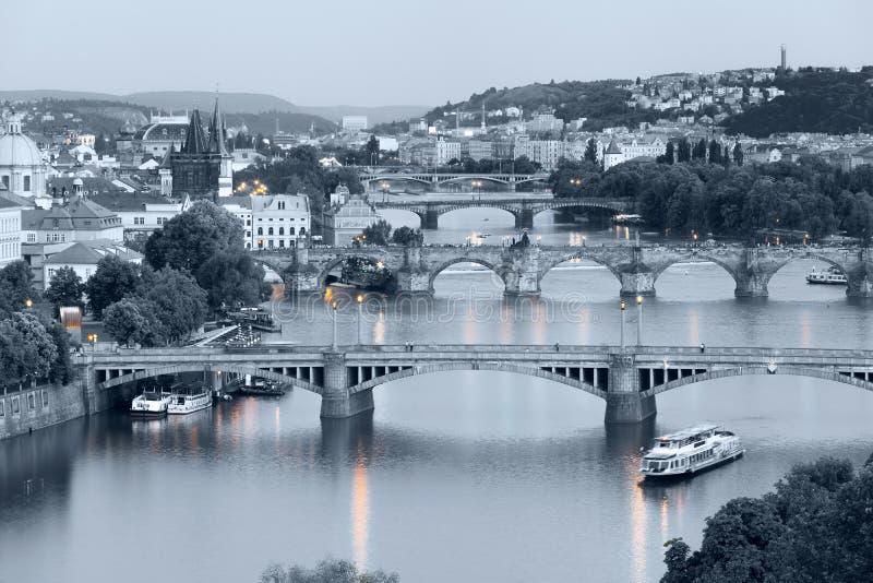 Panorama da noite Praga do parque de Letna, República Checa foto de stock royalty free