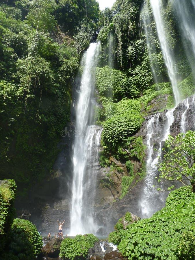 Panorama da paisagem da opinião da cachoeira de Bali, cachoeira de Sekumpul Ilha de Bali fotos de stock