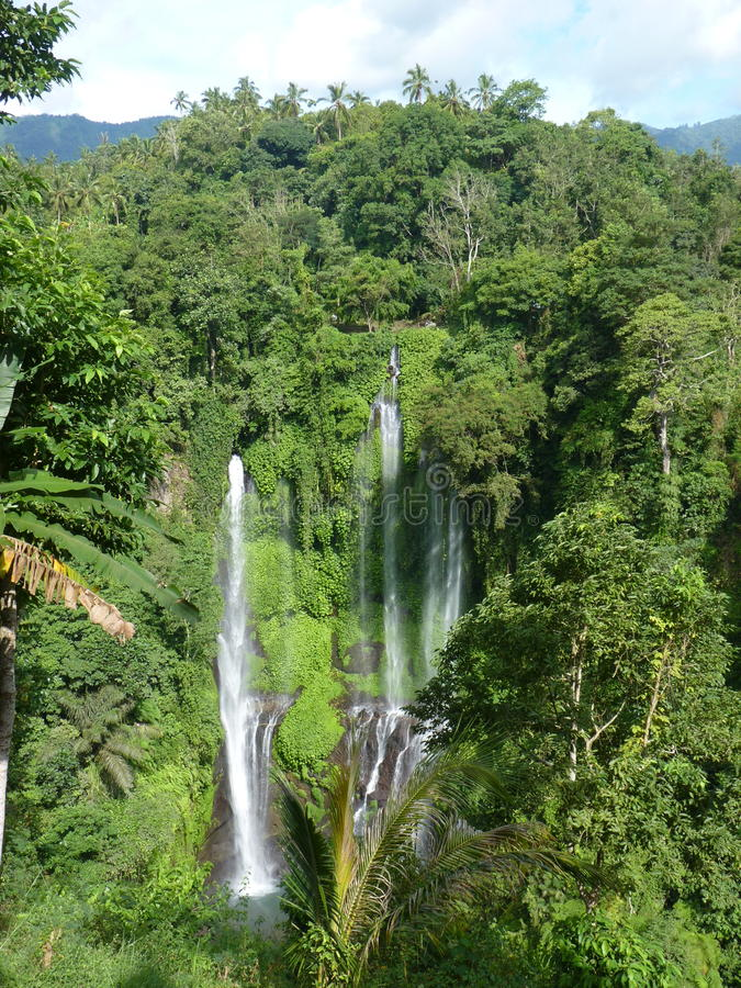 Panorama da paisagem da opinião da cachoeira de Bali, cachoeira de Sekumpul Ilha de Bali imagem de stock