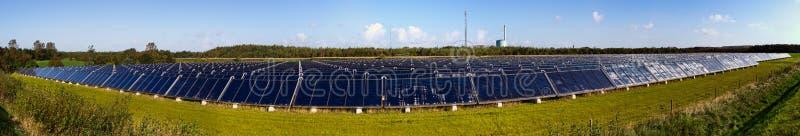 Panorama da planta de aquecimento solar fotos de stock