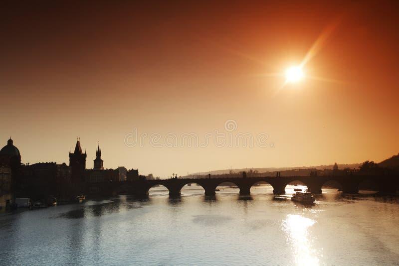 Panorama da ponte de Charles em Praga foto de stock