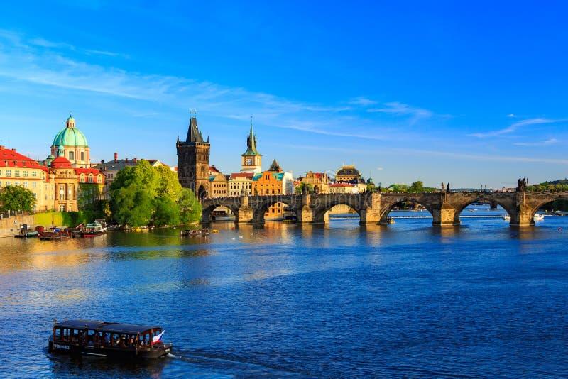 Panorama da ponte de Charles em Praga, república checa imagens de stock royalty free