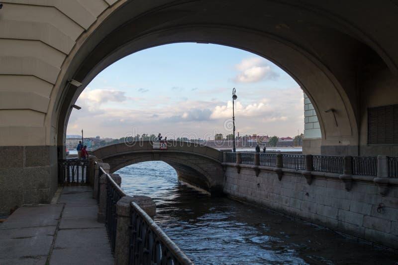 Panorama da ponte de Ermitazhny imagens de stock