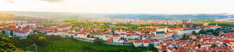 Panorama da Praga velha da torre de Petrin, República Checa foto de stock