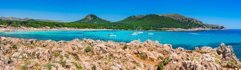 Panorama da praia de Majorca da Espanha da baía de Cala Agulla imagens de stock