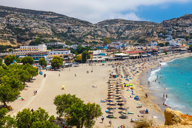 Panorama da praia de Matala foto de stock