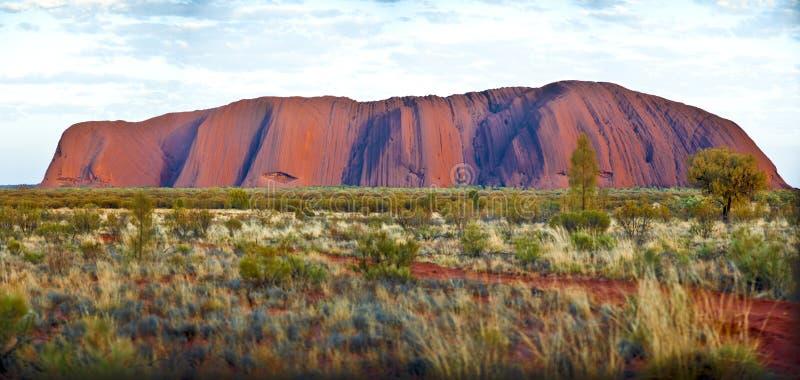 Panorama da rocha de Ayers (Uluru) foto de stock