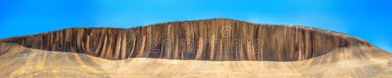 Panorama da rocha da onda imagens de stock royalty free