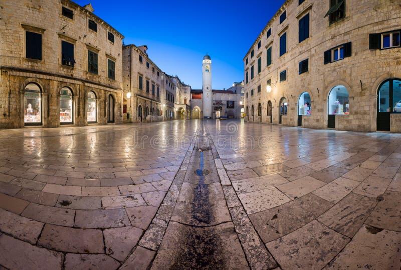 Panorama da rua de Stradun e do quadrado de Luza em Dubrovnik, Dalmati imagens de stock royalty free