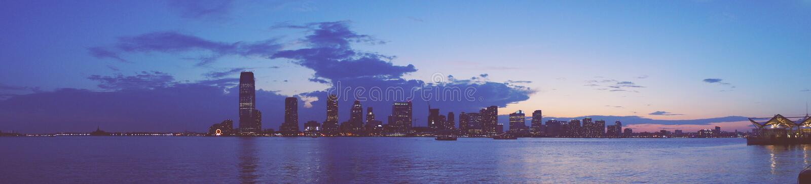 Panorama da skyline de Jersey City de Manhattan imagem de stock royalty free
