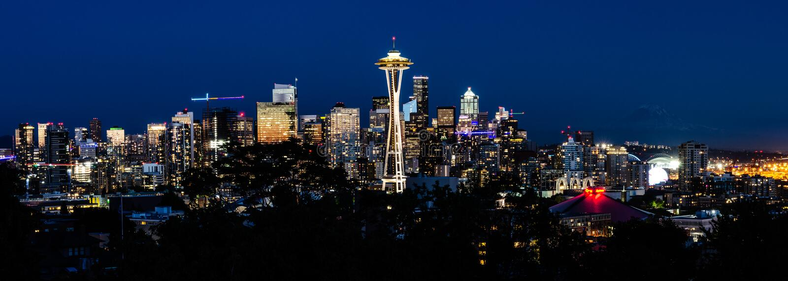 Panorama da skyline de Seattle na noite fotos de stock