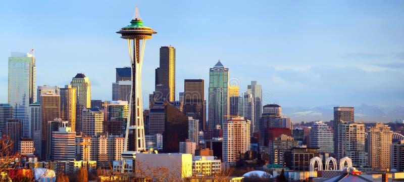 Panorama da skyline de Seattle no por do sol imagem de stock