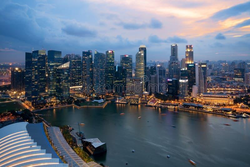 Panorama da skyline do distrito financeiro de Singapura e do Singapura SK imagens de stock