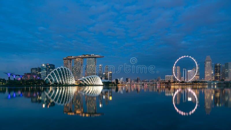 Panorama da skyline do distrito financeiro de Singapura e do Singapura SK fotografia de stock royalty free