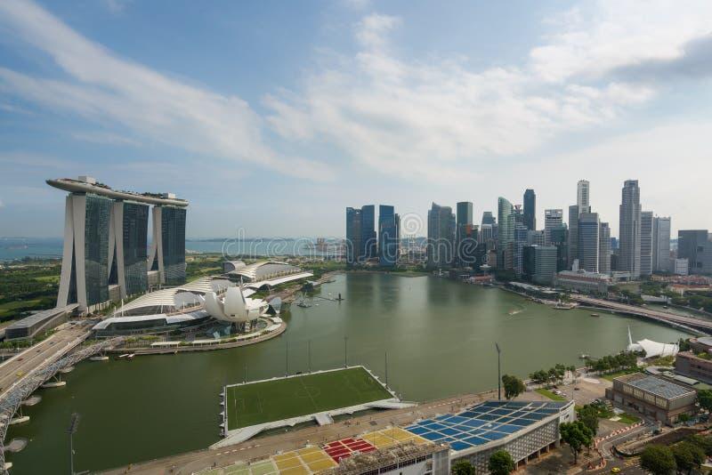 Panorama da skyline do distrito financeiro de Singapura e do Singapura SK imagens de stock royalty free