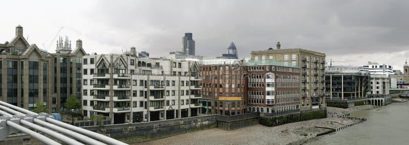 Panorama da terraplenagem de Londres imagem de stock