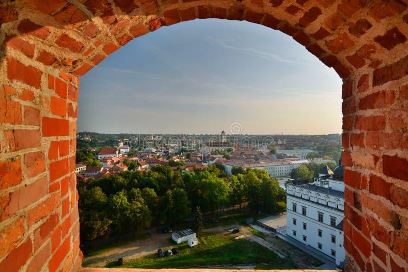 Panorama da torre de Gediminas vilnius lithuania imagens de stock