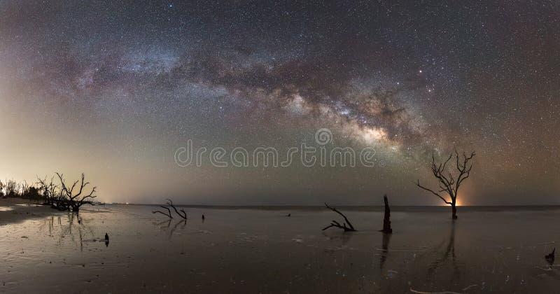 Panorama da Via Látea na praia da baía da Botânica fotografia de stock royalty free
