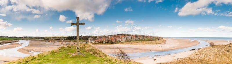 Panorama da vila de Alnmouth foto de stock