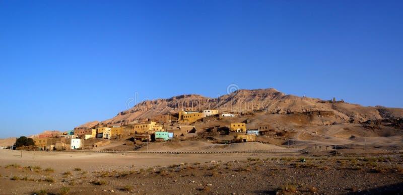 Panorama da vila de Gurna em Luxor Egipto fotos de stock royalty free