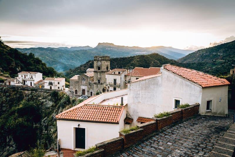 Panorama da vila de Savoca em Sicília, Itália fotografia de stock