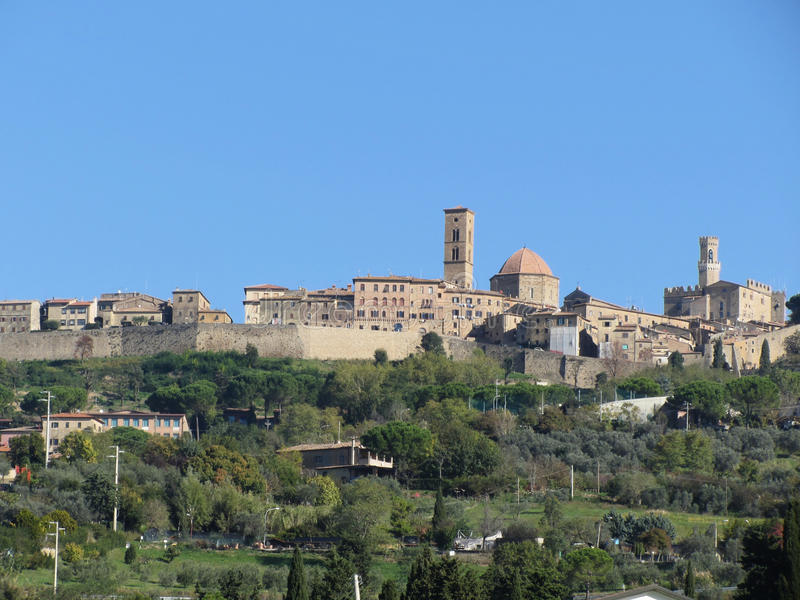 Panorama da vila de Volterra, província de Pisa Toscânia, Italy imagens de stock royalty free