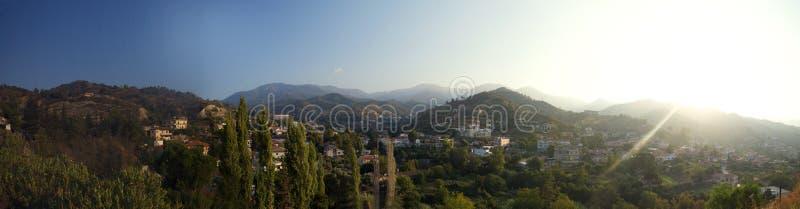 Panorama da vila do kakopetria, Chipre foto de stock