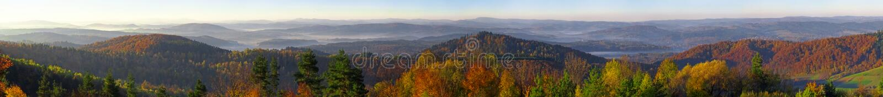 Panorama das montanhas de Bieszczady do monte de Wujskie fotos de stock royalty free