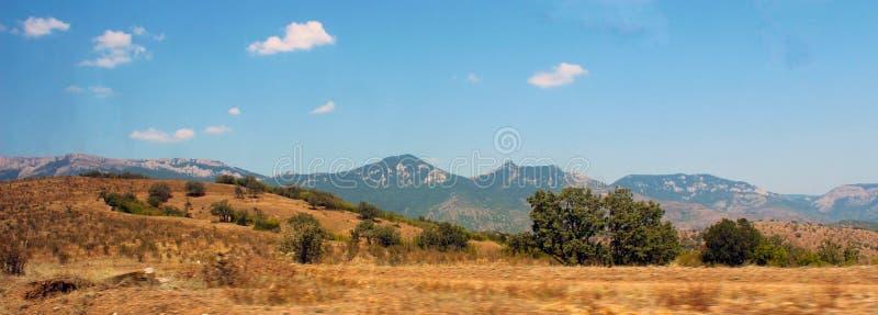 Panorama das montanhas e do céu fotografia de stock