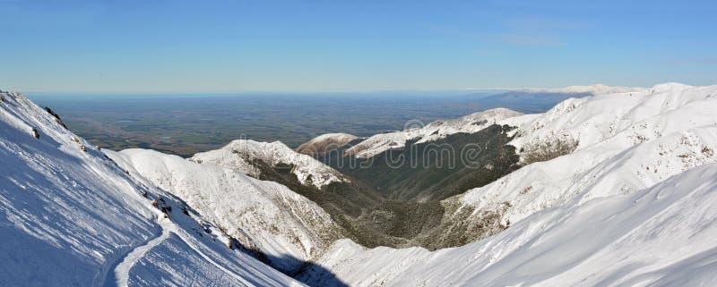 Panorama das planícies de Canterbury da montagem Hutt Ski Field, foto de stock