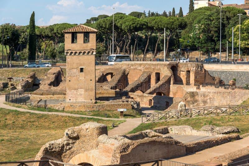 Panorama das ruínas do circo Maximus na cidade de Roma, Itália fotografia de stock