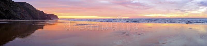 Panorama in de Atlantische Oceaan in Portug stock afbeeldingen