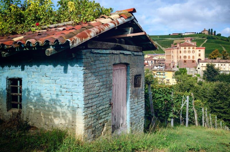 Panorama de Barolo piedmont, Itália foto de stock
