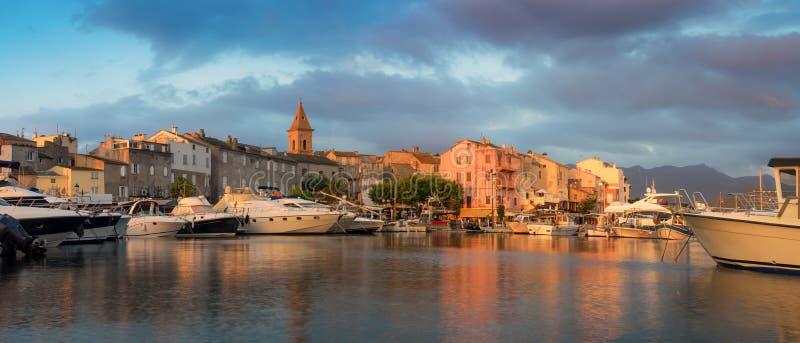 Panorama de beaux ville de Florent de saint et port, Corse image stock