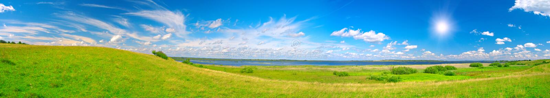 Panorama de belle vallée verte image stock