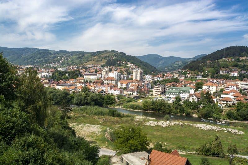 Panorama de Bijelo Polje, Montenegro foto de stock royalty free