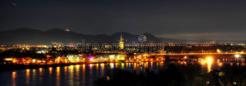 Panorama de Bonn en la noche, Alemania imagen de archivo
