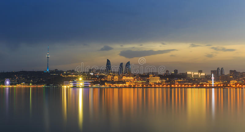Panorama de boulevard de bord de la mer en Baku Azerbaijan images libres de droits