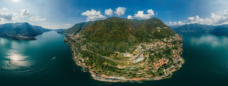 Panorama de bourdon de réalité virtuelle de vr de l'air 360 de bourdon de lac italy Como photos libres de droits