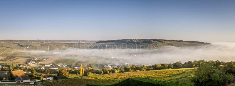 Panorama de brume du Val de Loire photographie stock