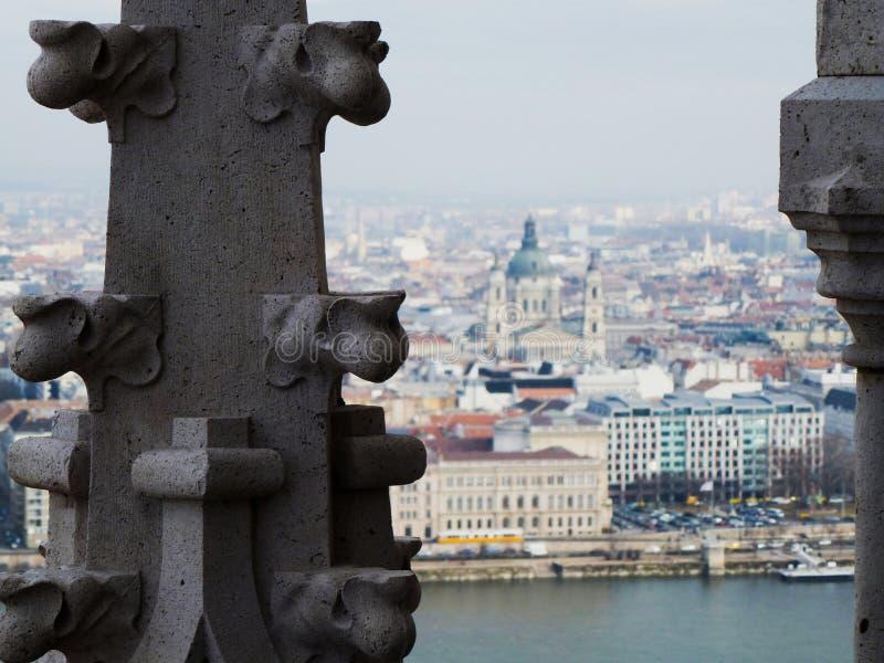 Panorama de Budapest et du Danube de la tour d'église images stock