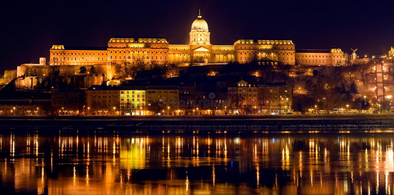 Panorama de Budapest par nuit image stock